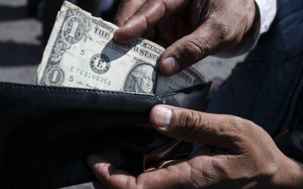 Hasta en 19.07 pesos se vende dólar en bancos capitalinos