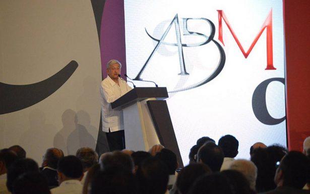 López Obrador pide a los banqueros tenerle confianza