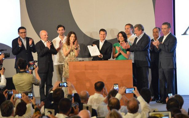 En Convención Bancaria, Peña Nieto promulga Ley Fintech