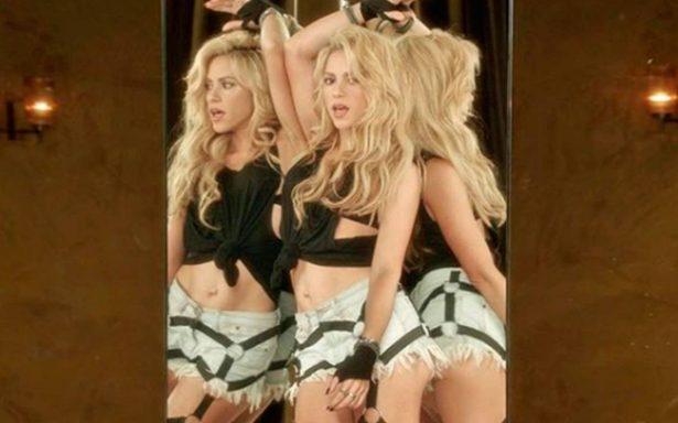 Shakira luce sus sensuales curvas ¡semidesnuda en la bañera!