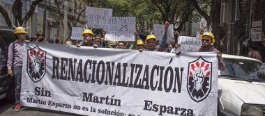 Extrabajadores del SME exigen a AMLO desclasificar documentos de liquidación de Luz y Fuerza