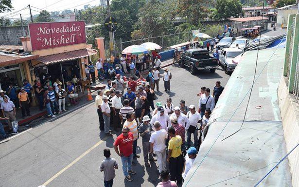 Campesinos y maestros bloquearon el puerto fronterizo con México