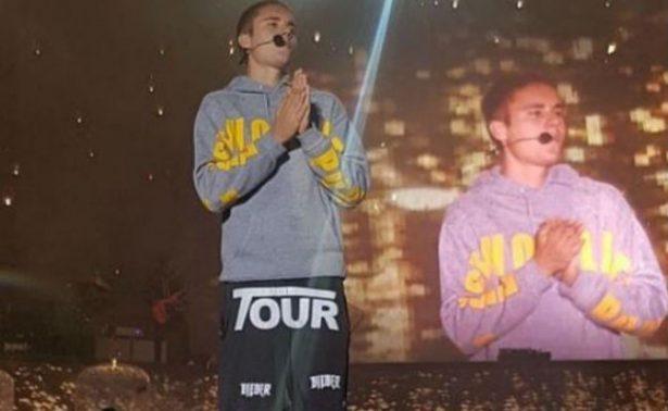 "[Video] Violentan a Justin Bieber por negarse a cantar ""Despacito"""