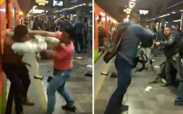 ¡De dos a tres caídas! Graban pelea campal en Línea 12 del Metro