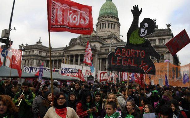 Diputados de Argentina aprueban ley para despenalizar el aborto