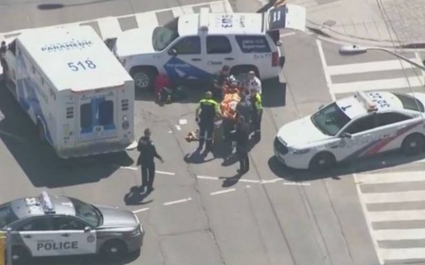 Una camioneta embiste a peatones en Toronto