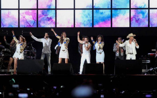 Timbiriche cimbra el Zócalo capitalino con sus mejores éxitos