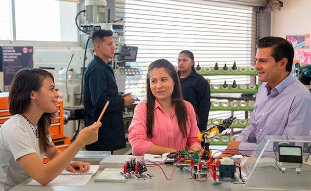 Aplaude Peña Nieto el trabajo de la primera universidad bis
