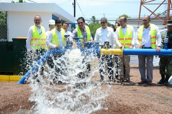 Llevan agua potable a Pinzándaro