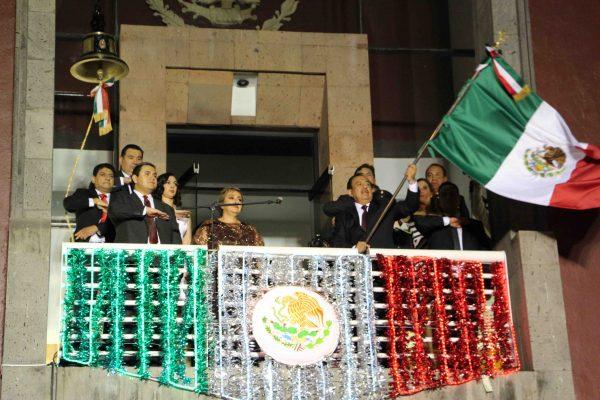Autoridades municipales realizan ceremonia del  Grito de Independencia