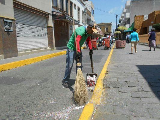 Permanentes, faenas de limpieza en la ciudad