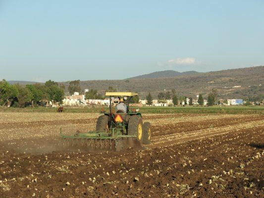 Región, beneficiada con 52 tractores