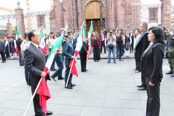En el Día de la Bandera, entregan nuevos Lábaros Patrios a planteles