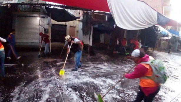 Realizan operativo de limpieza en Mercado Hidalgo