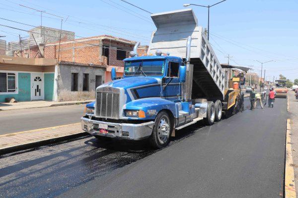 Dan mantenimiento a carril oriente de Avenida El Vergel
