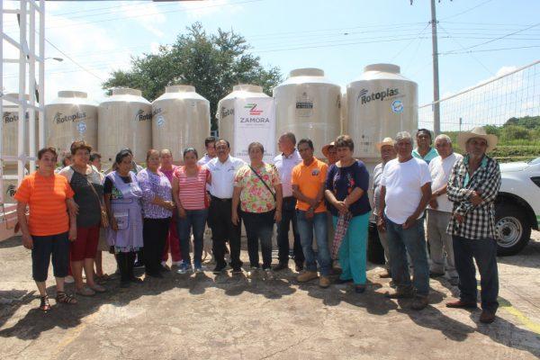 Continúa programa de adquisición de tinacos y cisternas