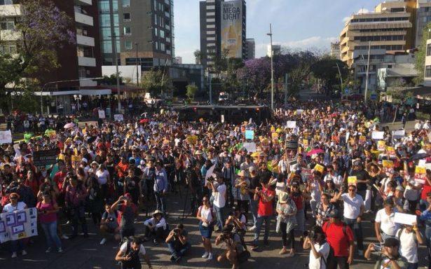 Estudiantes marchan en Jalisco por desaparición de compañeros cineastas