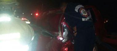 Muere joven mujer en aparatoso accidente en Tres Puentes
