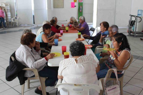 Adultos mayores retoman las actividades en DIF Zamora