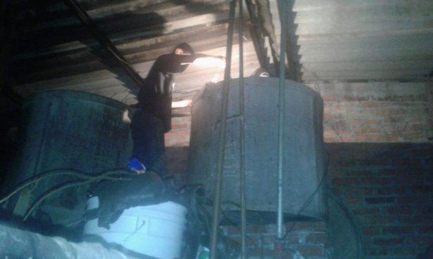 Limpieza profunda y mantenimiento a tinacos del mercado Hidalgo