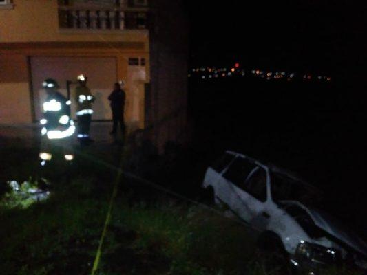 Muere adolescente en aparatosa volcadura; hay dos lesionados