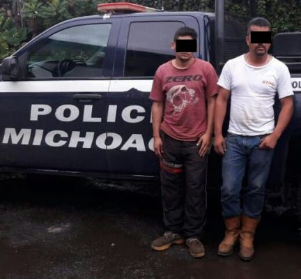Policía detiene a dos hombres por no acreditar la procedencia de cajas de aguacate