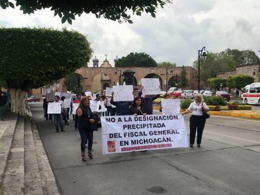 Abogados y policías marchan sobre Madero
