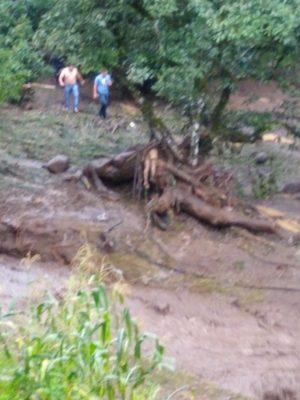 Desbordamiento de  río deja un muerto