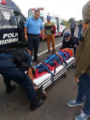 Arrollan a normalistas de Tiripetío en la carretera Morelia-Pátzcuaro