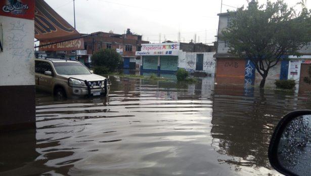 Inundaciones por fuertes lluvias en la colonia Primo Tapia Poniente y Carlos Salazar