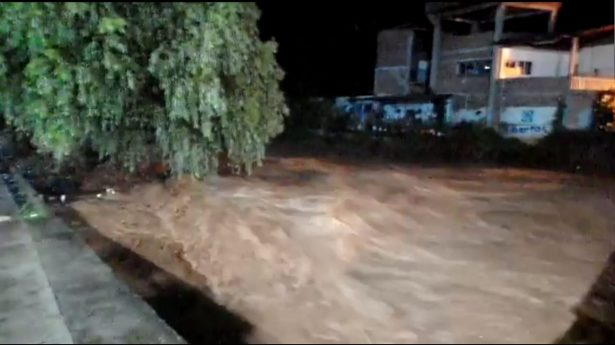 Familias damnificadas por desbordamiento del Río Barranca Honda