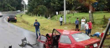 Dos lesionados en aparatoso accidente en la carretera Uruapan-Los Reyes