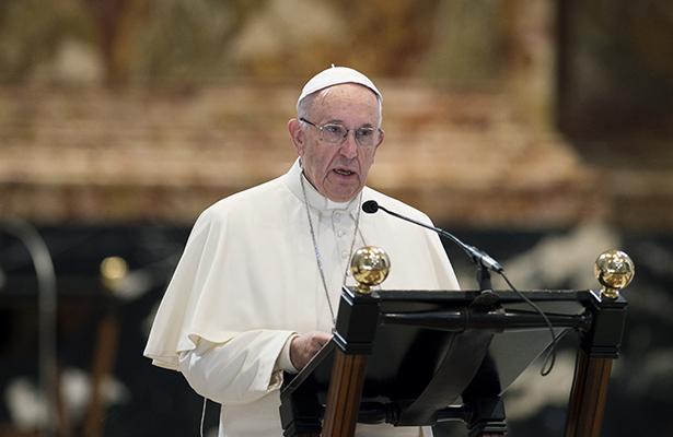 Papa concede indulto a sacerdote culpable de fuga de papeles secretos