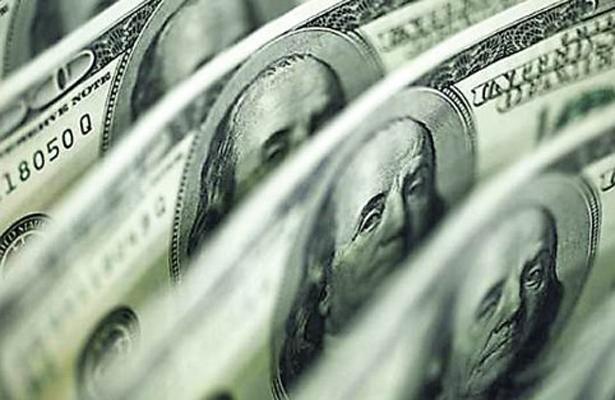 Dólar estadounidense alcanza un precio promedio de 18 pesos