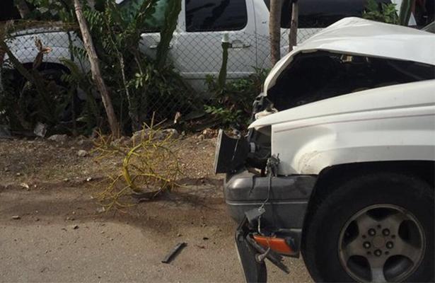 El expresidente Felipe Calderón chocó con su camioneta rumbo a Quintana Roo