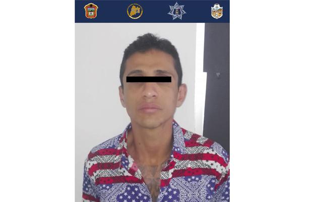 Detiene a dos sujetos por probable robo de vehículo con violencia en Ecatepec