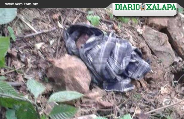 Abandonan recién nacido en barranco