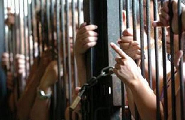 Reclusas denuncian ser acosadas por la directora del penal, Rosa Aquino