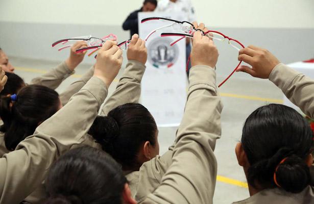 Entregan lentes a internas del Cefereso No.16 femenil en Morelos