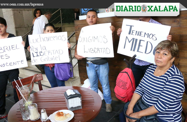 """""""Torturaron a mi hijo"""": madre de detenido por masacre en Xalapa"""