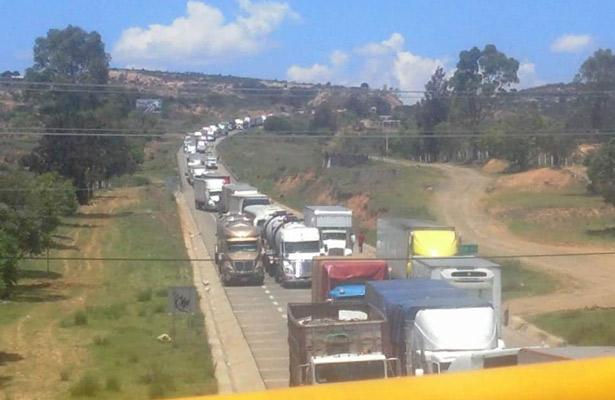 El magisterio instala más bloqueos en Oaxaca
