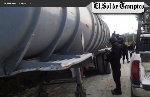 Policías estatales resguardaron un tanque remolque con 40 mil litros de carburante