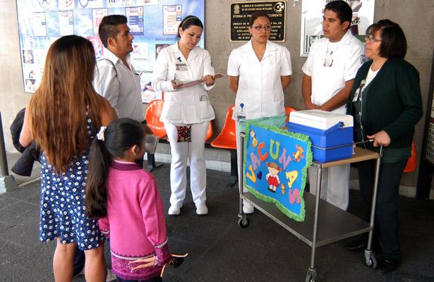 IMSS vacuna a niñas contra el virus del papiloma humano