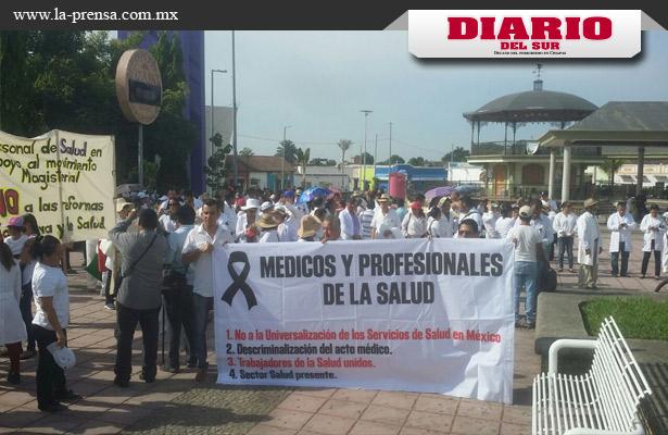 Sector médico marcha contra reforma de salud