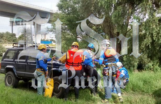 Buscan rescatistas a joven arrastrado por el Atoyac