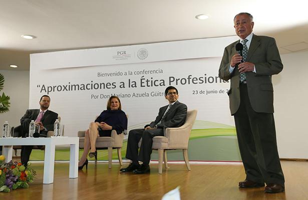 El Ministro en retiro Mariano Azuela imparte conferencia sobre ética
