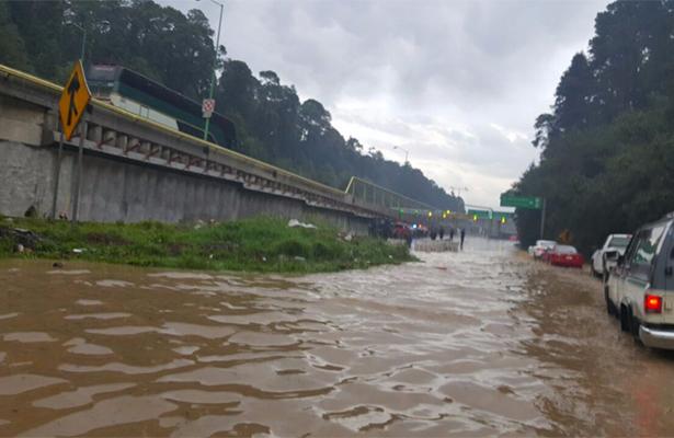 Cerrada la México-Toluca por inundación