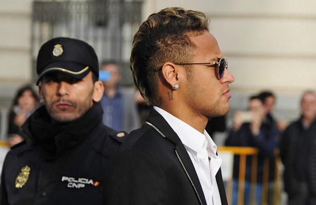 Neymar continúa sin poder jugar en el PSG
