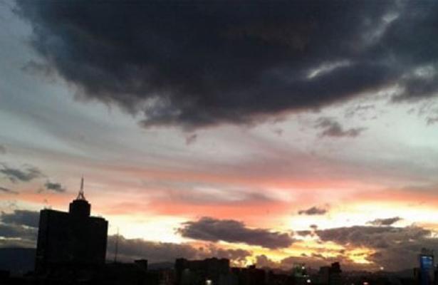 Cielo nublado y ambiente frío en la CDMX