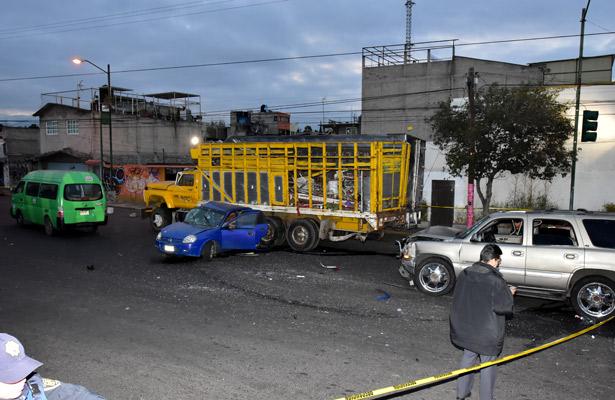 Aparatoso choque deja tres muertos en Coyoacán